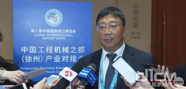 徐工集团工程机械股份有限公司总裁陆川接受记者采访