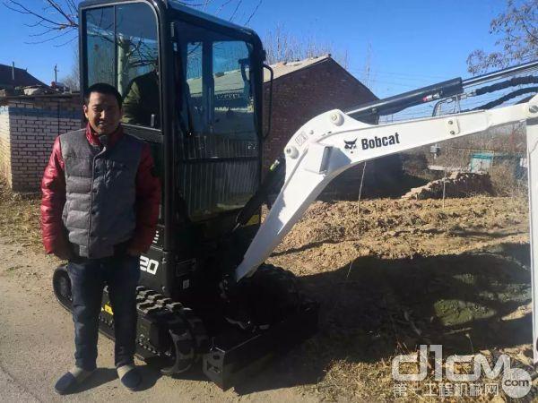 周总喜提山猫E20微型挖掘机