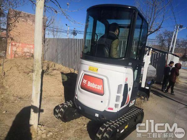 山猫E20微挖可选装豪华驾驶室