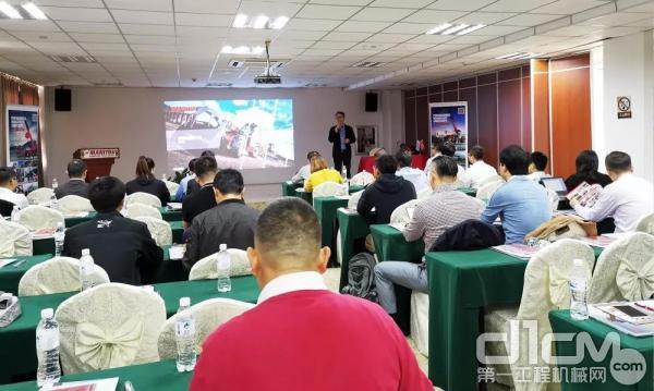 曼尼通中国董事总经理王洪涛先生介绍曼尼通集团