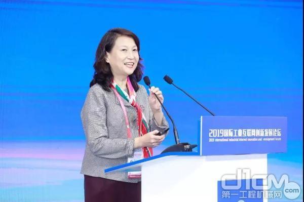 工业和信息化部信息化和软件服务业司巡视员李颖发言