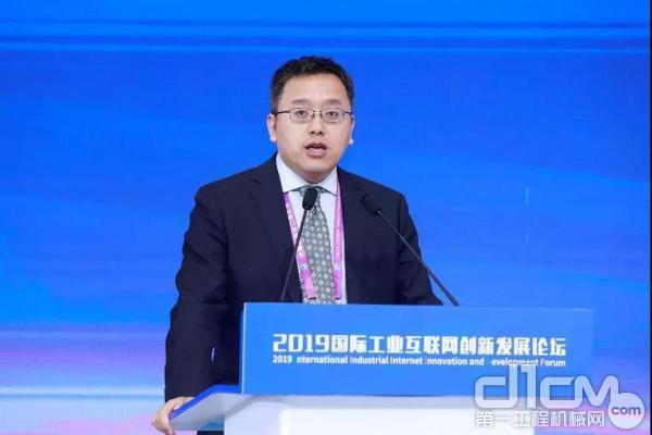 中国工业互联网研究院副总工程师田野代表中国工业互联网研究院对外发布《全球工业互联网典型场景应用白皮书》