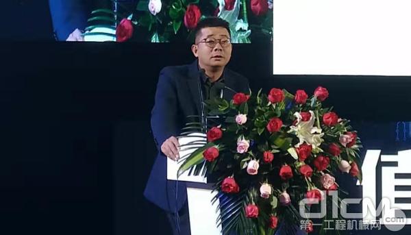 """湖南容润投资有限公司董事长郭斌作《在存量残杀的江湖里努力""""活下来""""》的主题演讲"""