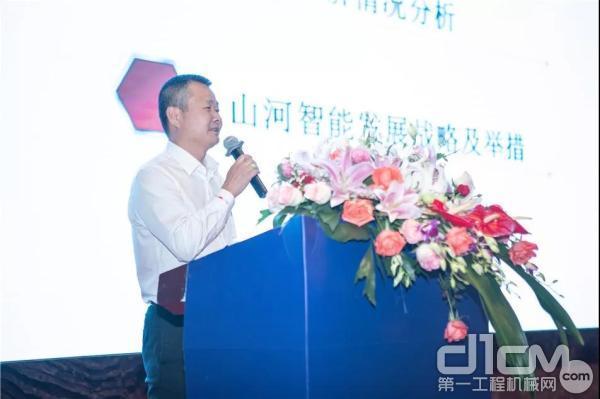 執行總經理夏志宏向大會通報業績情況