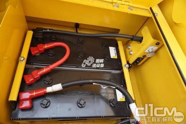 工具箱里面有2块 12 V/140Ah电池