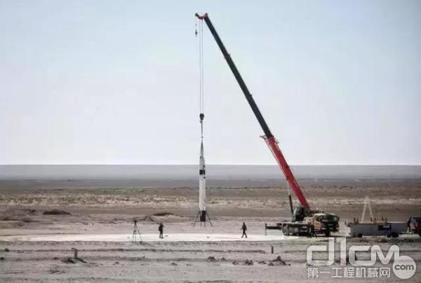 三一起重机吊起RLV-T5火箭