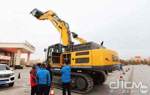 徐工XE490HB混合动力液压挖掘机