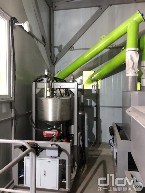 中联重科配置粉料单独计量系统、液体的粗精称计量系统