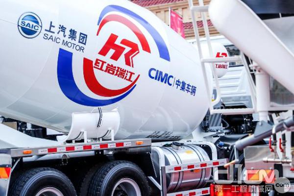 红岩瑞江采用罐式车辆粉末静电喷涂工艺