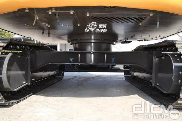 采用高刚性单板式回转车架