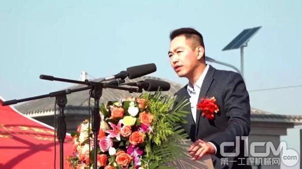 南方路机总经理方凯发表致辞