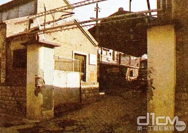 1948年,徐工道路前身美丰磅厂在山东济南建厂