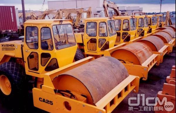 1995年,刷新中国工程机械批量出口新纪录!100台CA25振动压路机批量出口美国