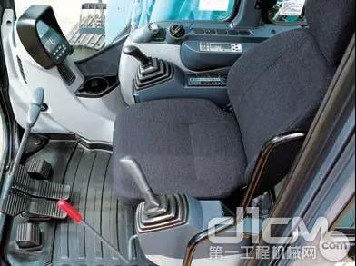 驾驶室兼顾易操作性和施工安全性