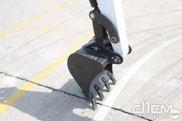 E35z标配了0.1m³铲斗