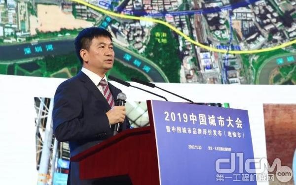 中铁装备党委书记、董事长谭顺辉作《地下空间开发新工法和新技术》主题演讲