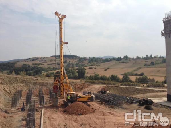 徐工XR220DII旋挖钻机在土耳其施工
