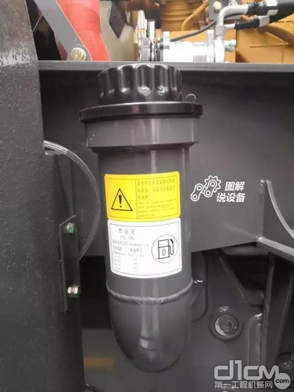 燃油加注口设置在了右侧
