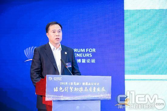 中国中铁高新工业股份有限企业党委书记、董事长易铁军发表讲话