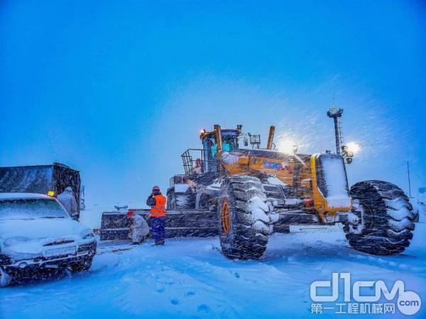 徐工GR5505平地机新西伯利亚施工