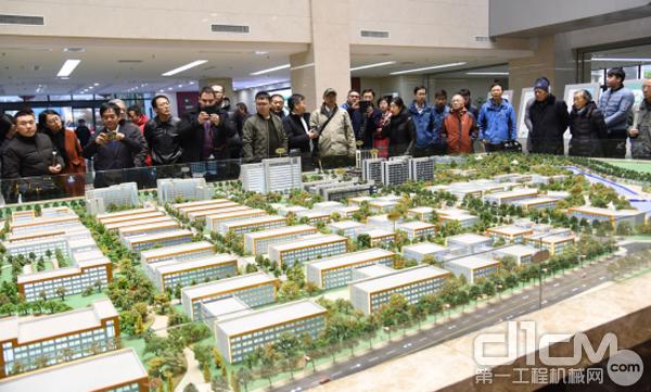 与会代表参观姜堰高新区智谷App园