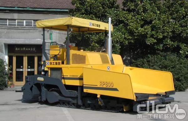 徐工RP800大型摊铺机