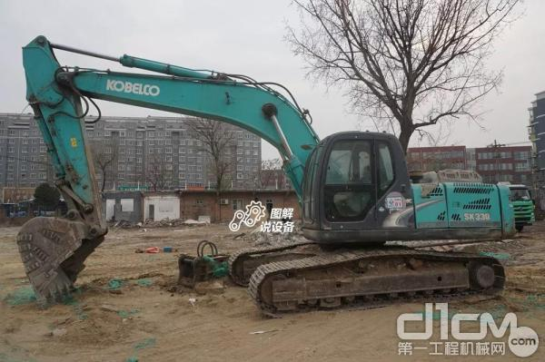 神钢SK260超8挖掘机