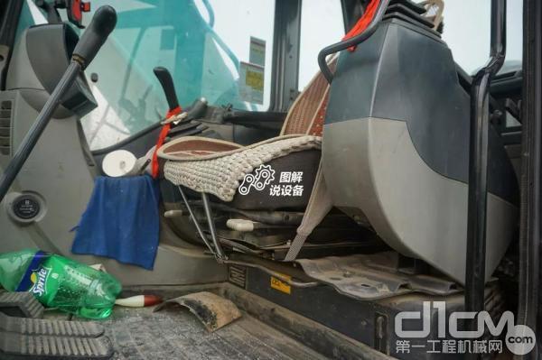 双向滑动式悬架减震座椅