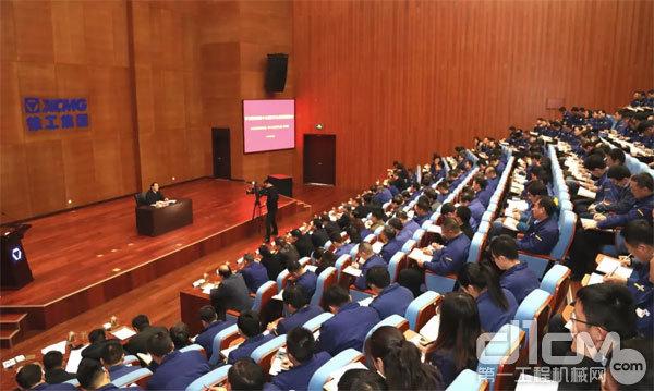 12月2日上午,徐州市委书记周铁根到徐工集团宣讲党的十九届四中全会精神