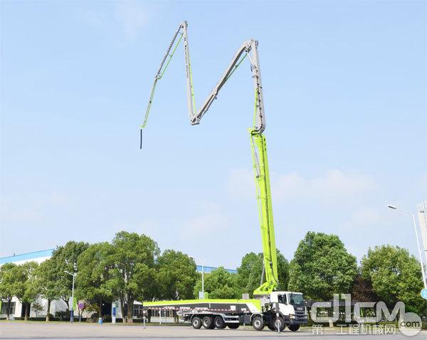 ▲中联重科5桥67米钢臂架泵车新品