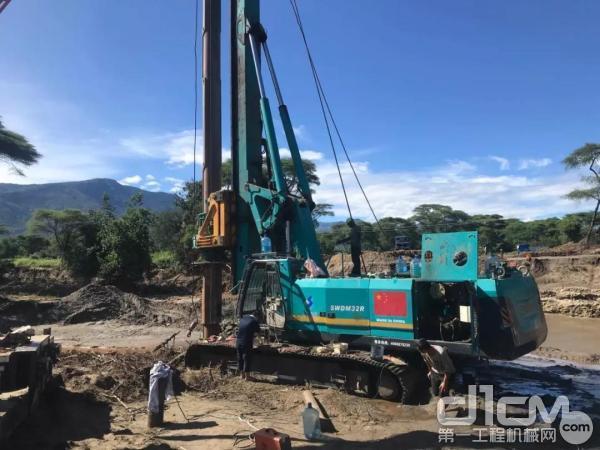 服务工程师让旋挖钻机恢复性能