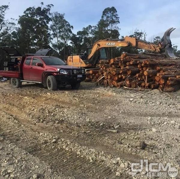 凯斯挖掘机施工作业