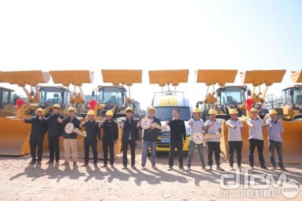 广西千里马临工服务团队向客户作服务承诺