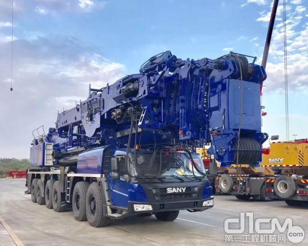 """宁波金九起重定制的""""蓝麒麟""""450吨"""