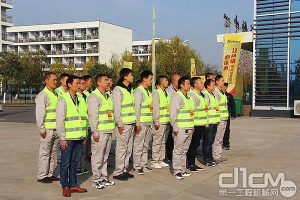 学员军训 第二排左一为王林