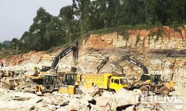 约翰迪尔挖掘机施工