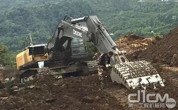 E330LC挖掘机