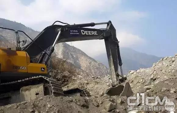 E360LC挖掘机