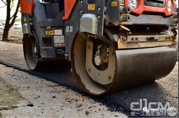 50 mm 的错轮幅度尤其适合贴边压实作业