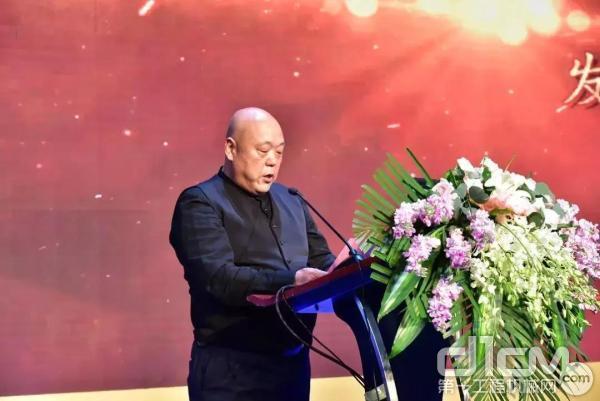 新疆万新董事长朱少新