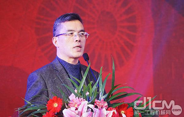 中国365bet体育工业协会桩工分会秘书长黄志明致辞