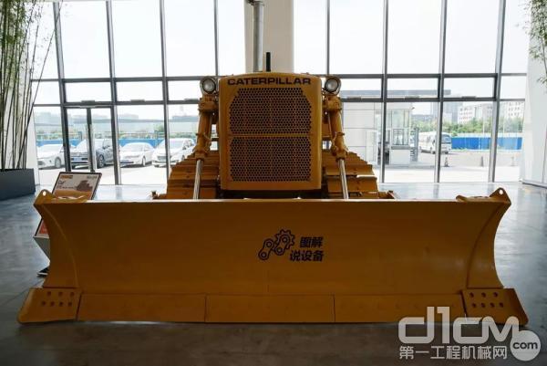 该机器展示于华北利星行机械(北京)有限企业大厅里