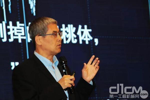 叶京生先生做演讲报告