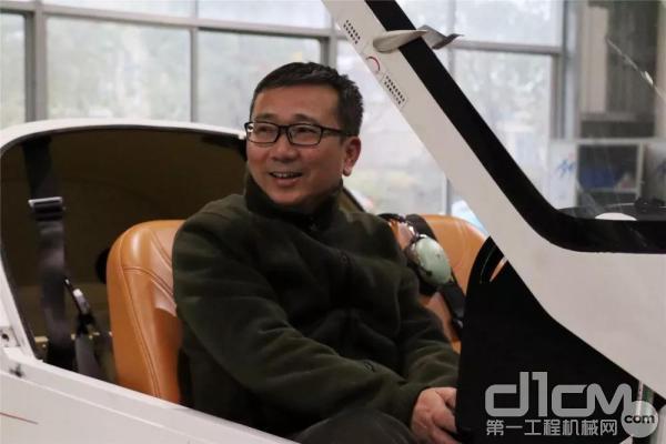 张伟涛总经理亲身体验山河飞机