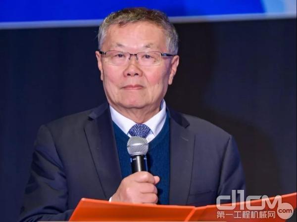 山河智能董事长何清华