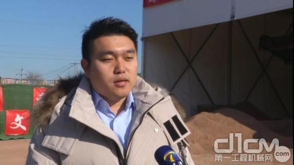 工地负责人赵帅接受天津电视台采访