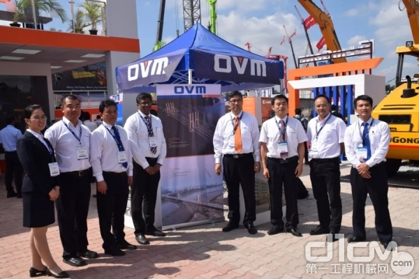 本月刚在印度成立子企业的柳工OVM也亮相展台