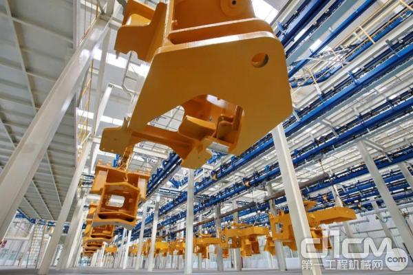 徐工大吨位装载机智能化制造基地自动化达到80%