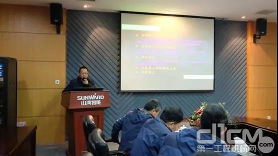 建华建材(陕西)有限企业副总经理王文峰先容案例讲解
