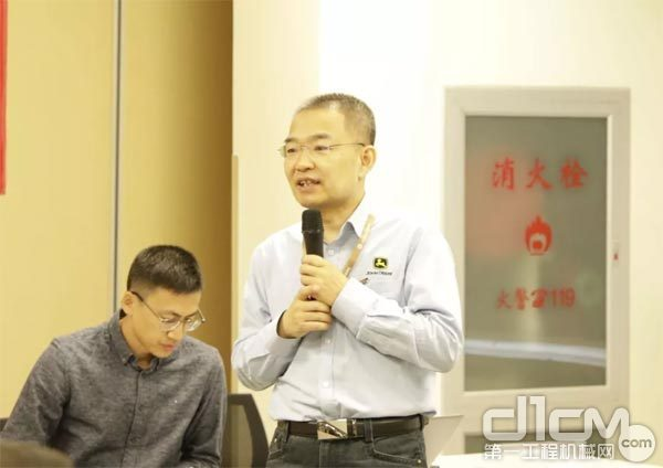 约翰迪尔365bet体育中国区客户支撑经理肖伟群上台致辞